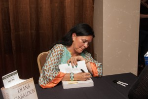 Diana Gabaldon signs books at the WW Conference in 2014